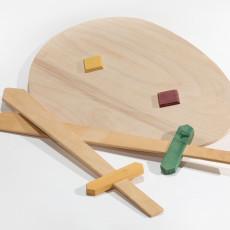 Spade e scudi in legno